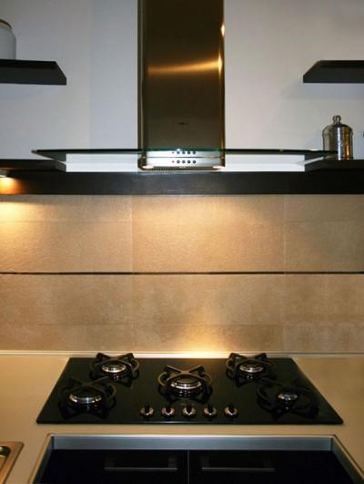 Cucina con cappa a vista cucina moderna aperta sul for Cucina aperta