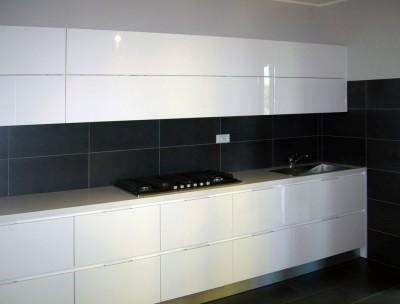 Bianco lucido sala lab for Enrico esente arredamenti